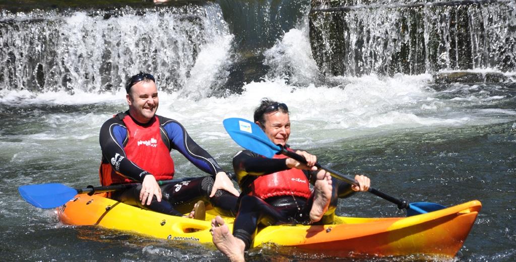 O descenso en kayak é unha das actividades a realizar en Pontevedra.